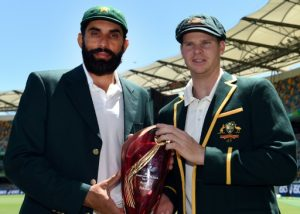 Australia's cricket team captain Steven Smith (R) and his Pakistani counterpart Misbah-ul-Haq: the teams face off in their first pink ball day and night Test Thursday © AFP Saeed KHAN